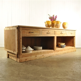 Kitchen Island / Patisserie Counter