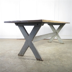 Repurposed Scaffolding Dining Table